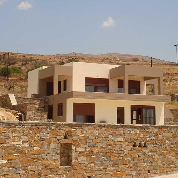 διώροφο κτίριο κατοικίας στην Κάρυστο